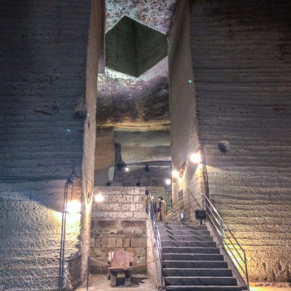 宇都宮の地下にある異空間【大谷資料館】未知の探検へ